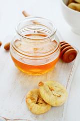 jar of golden liquid honey