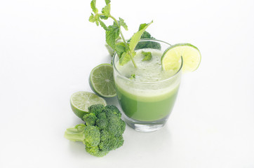green broccoli , lime and mint juice