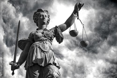 Aluminium Monument Justitia