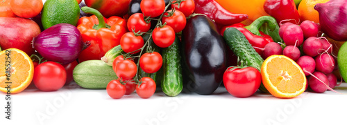 mata magnetyczna fruits and vegetables in basket isolated on white