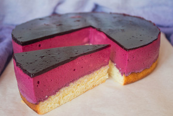 Souffle cake with black currant