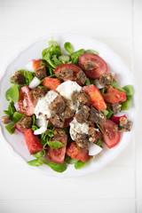 Tomatensalaz mit Mozzarella und Croutons
