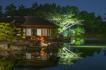 秋の夜の栗林公園-水鏡3