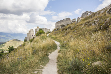 Sentiero per Rocca Calascio