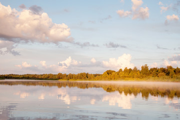 Восход на лесной реке. Лето, облака.