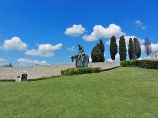 Assisi - Umbria - Italia - Statua di San Francesco