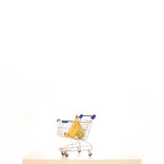Einkaufswagen mit Obst