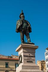 Piazza Vittorio Emanuele II, Monumento statua, Pisa