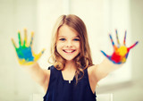 Fototapety girl showing painted hands