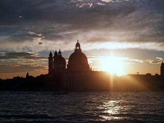 Venezia, tramonto alla Basilica di Santa Maria della Salute