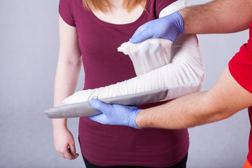 Paramedical bandaging broken arm