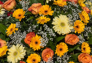 Blumenstrauß in orange und gelb