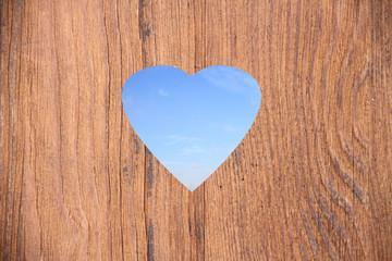 Holzwand mit Herzform