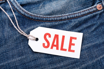 "Jeans mit Label ""Sale"""