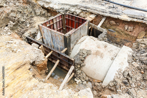 Sewer installation in city - 68601988
