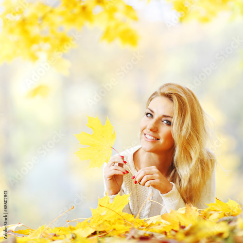 canvas print picture Woman laying in autumn park