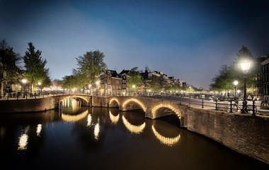 Grachten Amsterdam bei Nacht Retro-Look