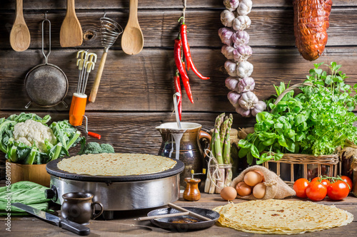 Zdjęcia na płótnie, fototapety na wymiar, obrazy na ścianę : Homemade baking pancakes in the countryside