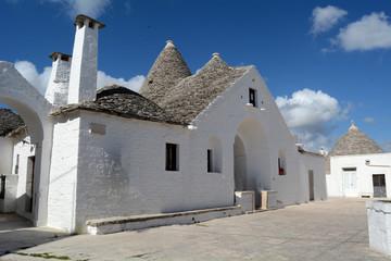 Trullo Sovrano 1 . Alberobello