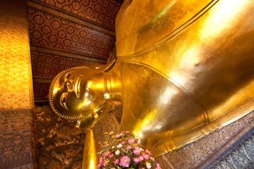 Golden reclining buddha in Wat Pho