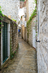 The narrow lane