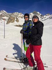 Mère et fils au ski