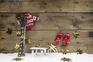 Skiurlaub: Dekoration Weihnachten; Gutschein zum Skifahren
