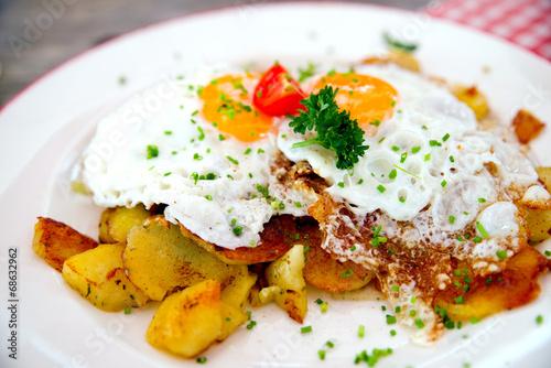 Bratkartoffeln mit Spiegelei - 68632962