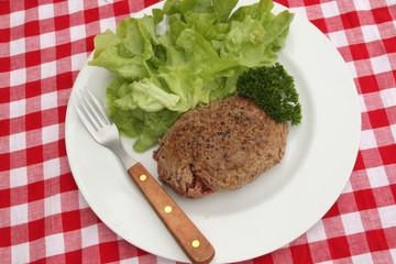 steack haché et salade