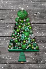 Weihnachtsbaum: Weihnachtskarte in Grün mit Baum