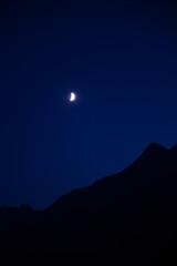 Mond über dem Stubaital
