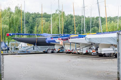 Papiers peints Nautique motorise Segelboote an Land