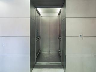 Fahrstuhltür