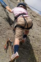 bambina che arrampica
