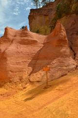 Tourisme - Le sentier des ocres à Roussillon 01