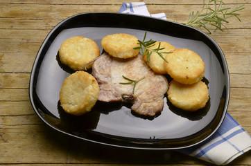 Chuleta de cerdo e kartoffeln