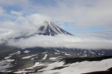 Облака у вулкана