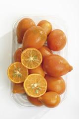 Körbchen Kumquats in Kunststoff-Container