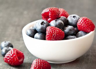 Bio Raspberries and Blueberries