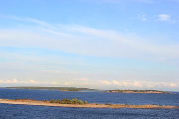 Blick auf die Schärenlandschaft im finnischen Meerbusen