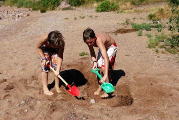 Im Sand eingraben