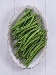 Grüne Bohnen auf einer Schale