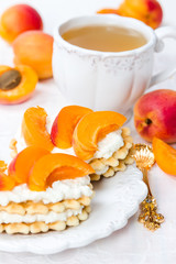 Biscuit with cream cheese and apricots