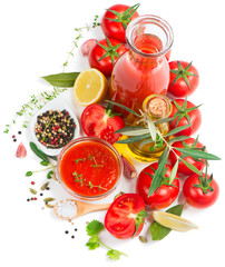 natural tomato sauce and fresh ingredients