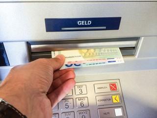 Am Bankautomat