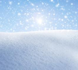Schneeflocken vor Blauem Himmel