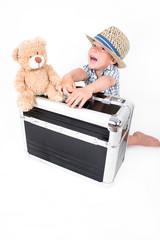 kleiner Junge in Urlaubsstimmung