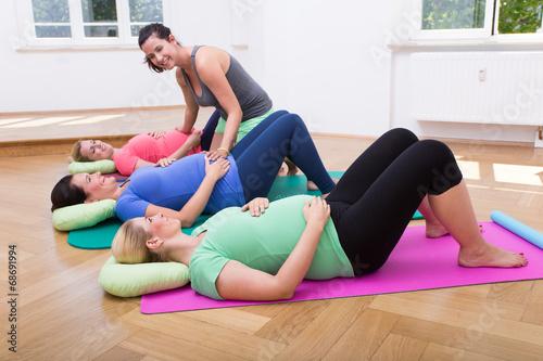 Leinwanddruck Bild Expecting moms