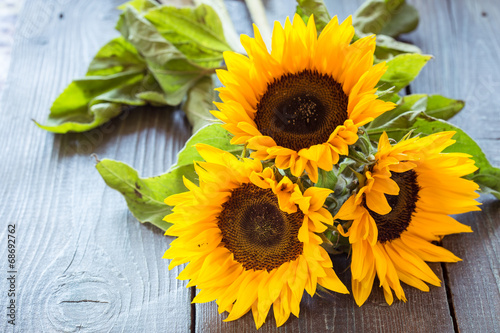 Fotobehang Zonnebloemen Sunflowers on table