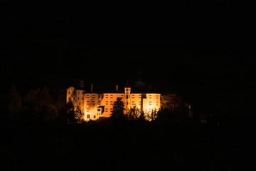 Altes Schloss bei Nacht